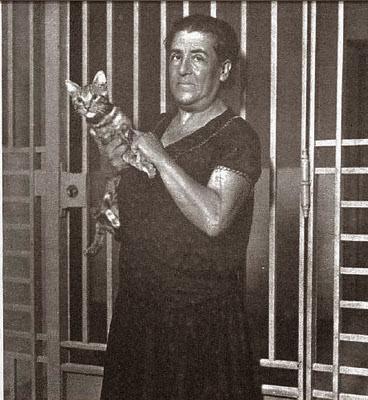 Aurora Rodríguez en a la cárcel de mujeres-Mundo Grafico 31-10-1933