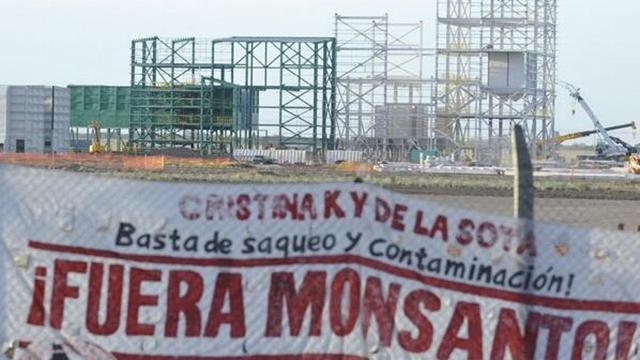 Bloqueo contra Monsanto - foto @fueramonsanto