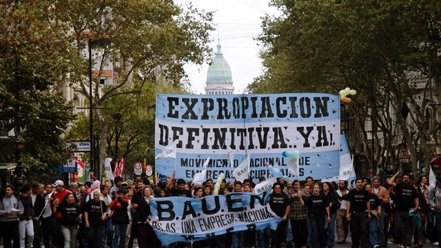 ARGENTINA: Hotel recuperado Bauen ,Buenos Aires de avril del 2005 / Recurated hotel Bauen , Buenos Aires the 14 april 2005/ argentinien. (DIGITAL) ©NicolasPousthomis -NO ARCHIVO-NO ARCHIVE-ARCHIVIERUNG VERBOTEN!
