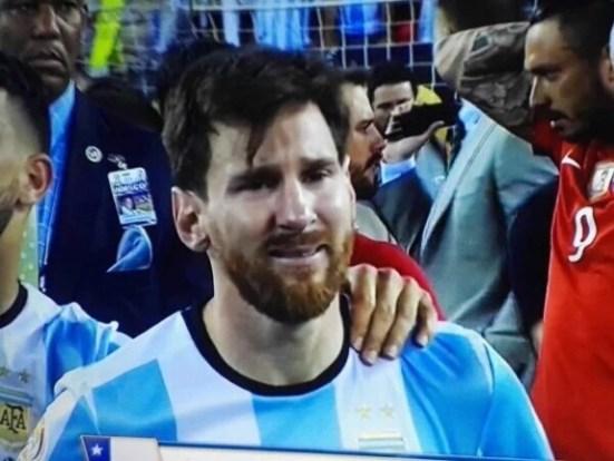 Resultado de imagen de messi llorando