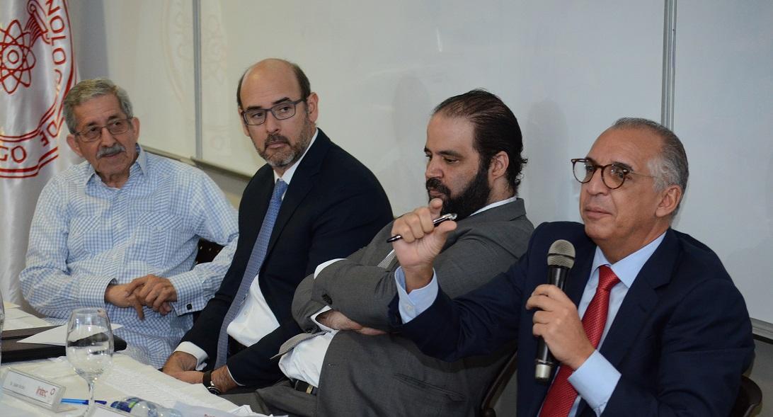 el pasado rector rafael toribio coordina el diálogo dia