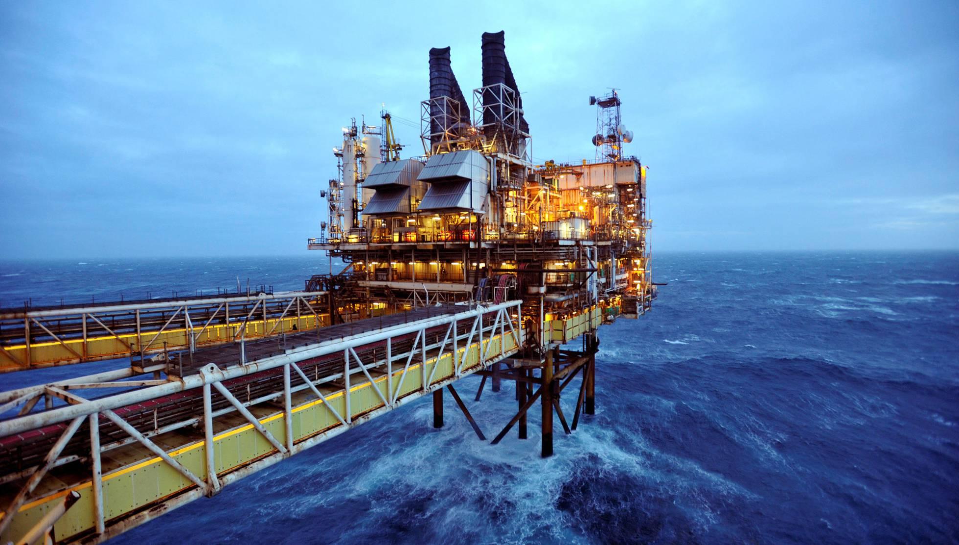 Opep aumenta su producción y se mantiene el exceso de oferta