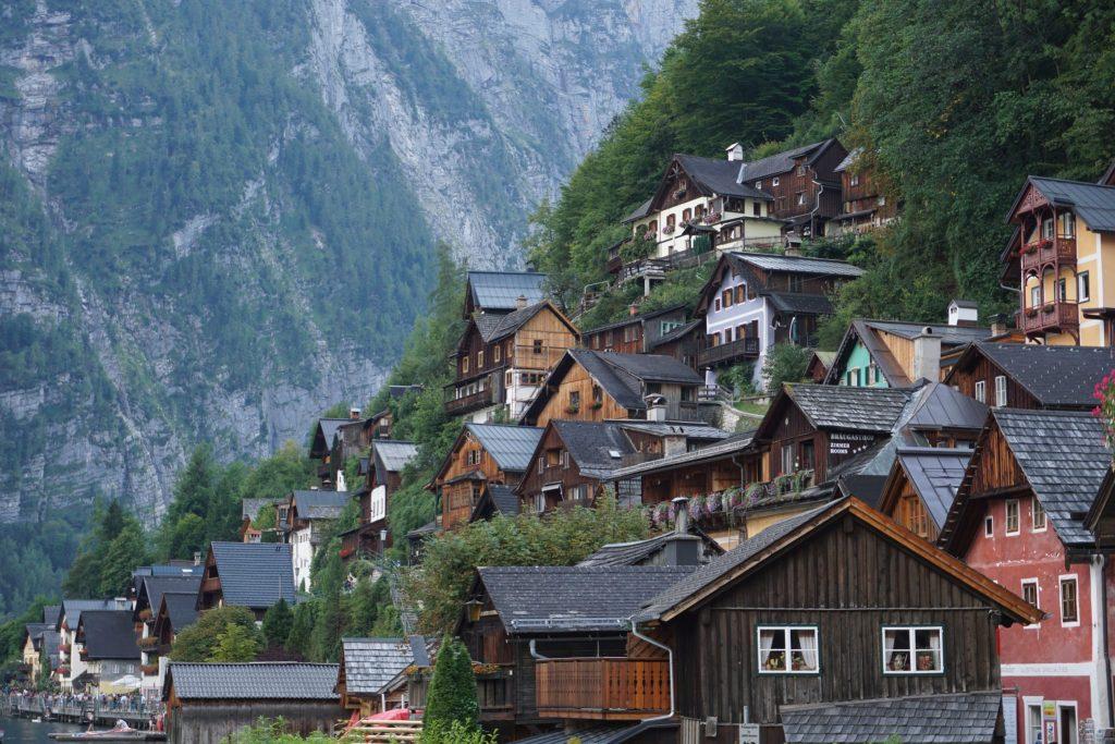 Casas junto al lago en Hallstat