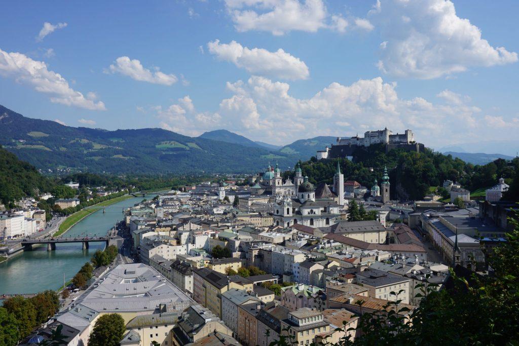 Vistas de Salzburgo desde la terraza del Museo de Arte Moderno
