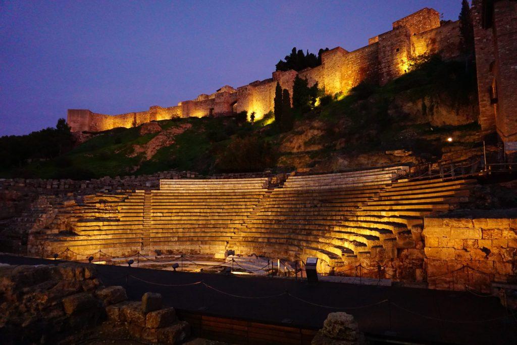 Teatro romano de Málaga de noche