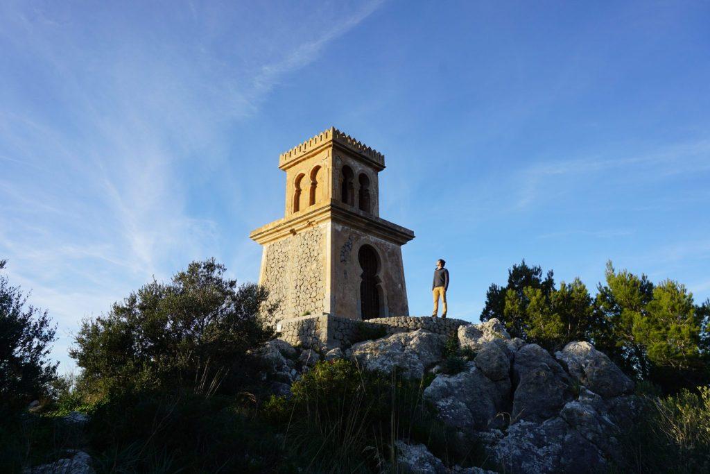 Puerta de acceso a la torre del Puig de la Moneda