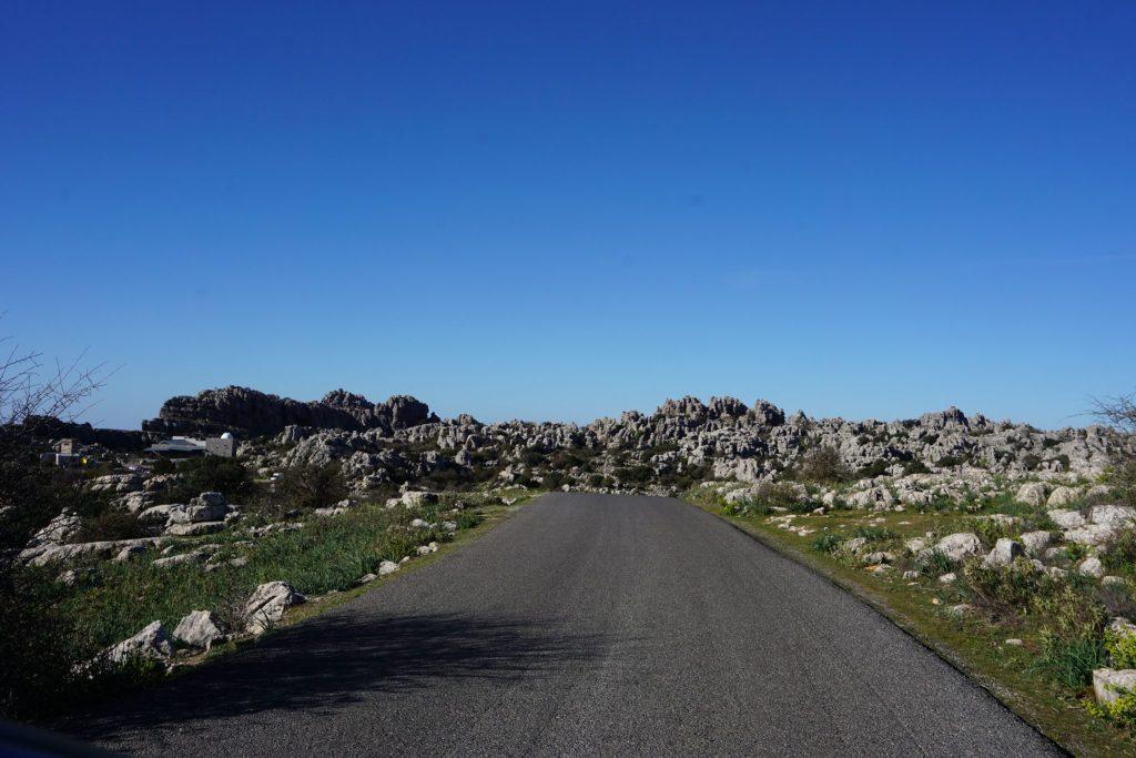 Carretera hacia el parking alto del Torcal
