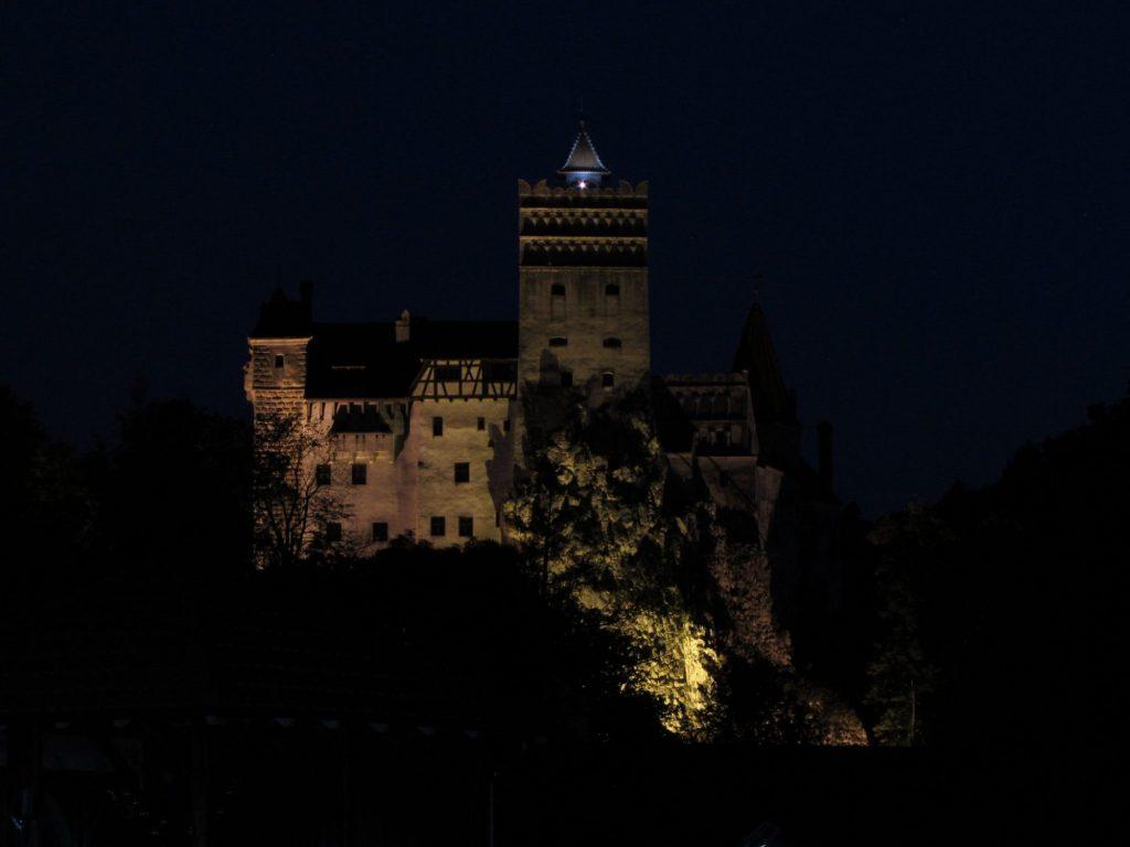 Castillo de Drácula de noche