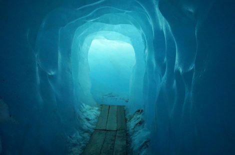 Tunel de hielo en el Glaciar del Rodano
