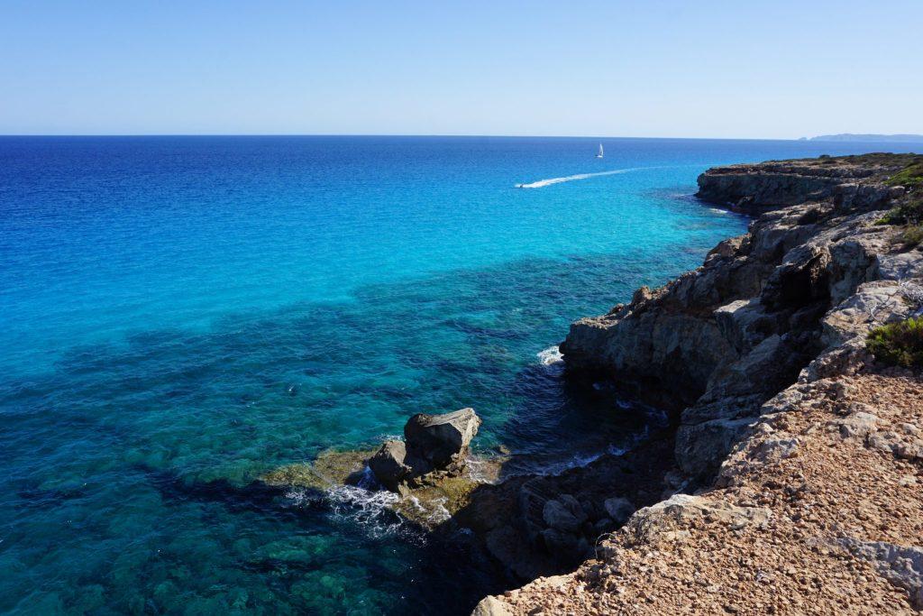 Litoral del sur de Mallorca y la isla de Cabrera al fondo