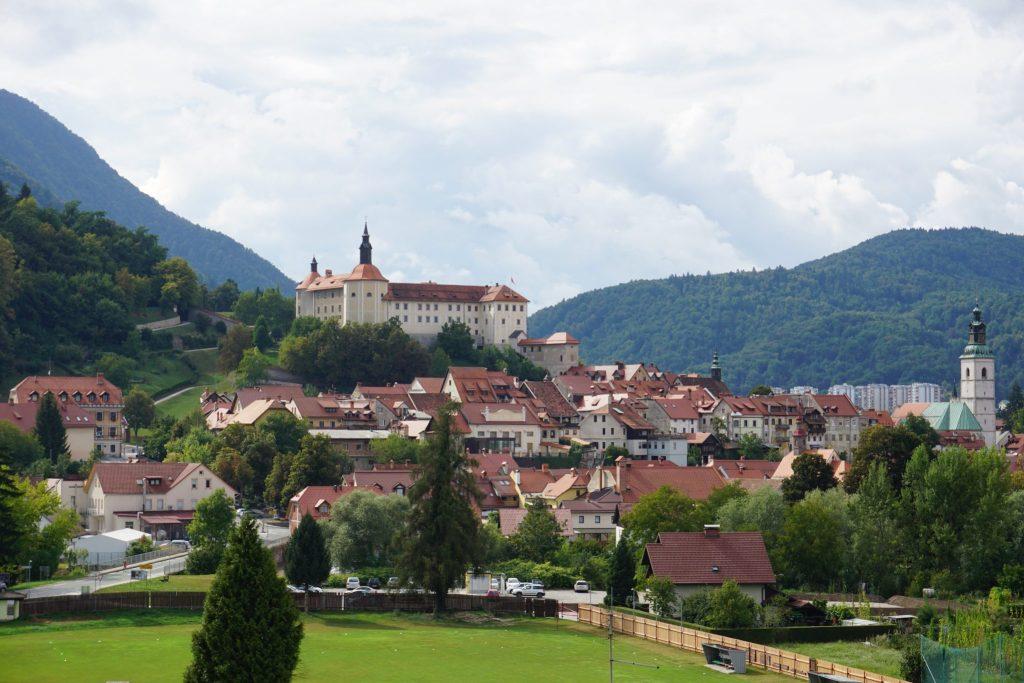 Vista panorámica de Skofja Loka desde la colina Hribec