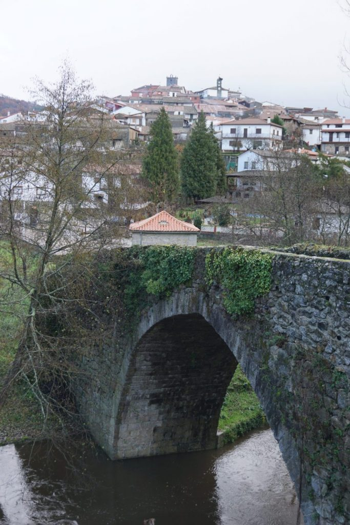 Puente de piedra de Montemayor del Rio