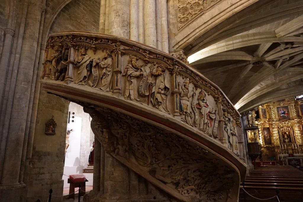 Escalera del Coro iglesia de Santa Maria