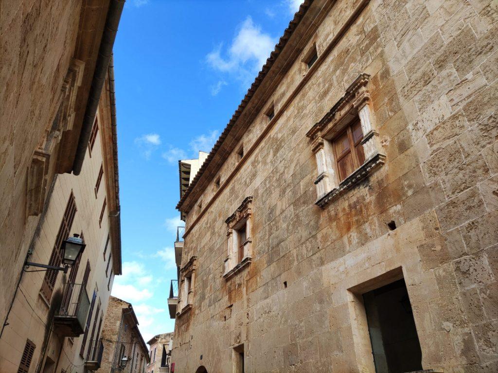 Casas y fachadas renacentistas de Alcudia