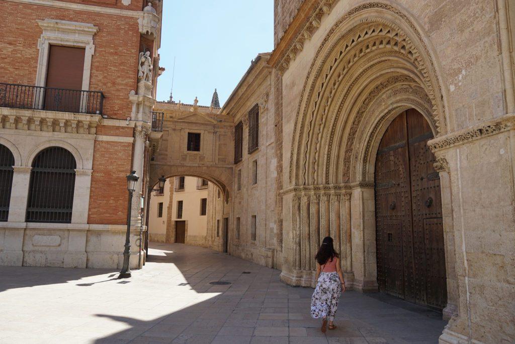 Puerta del Palau (románica)
