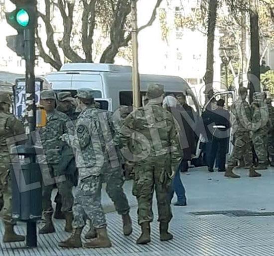 US Marines saliendo del Banco Nacion