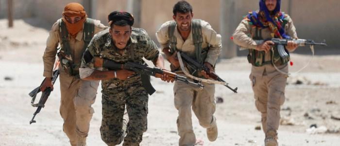 داعش يبيع ما نهبه من الذهب ويقاتل بأسلوب الذئاب المنفردة متمسكا بآخر قطعة له في سوريا