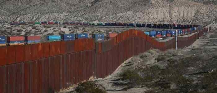 ارتفاع عدد المؤيدين الأمريكيين لبناء الجدار الحدودي مع المكسيك لـ42%