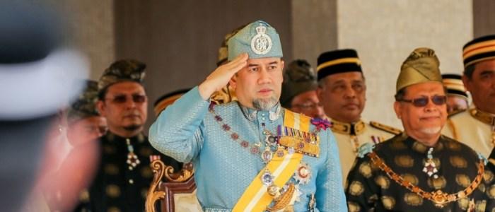 ملك ماليزيا يتنازل عن العرش بعد أيام من زواجه بملكة جمال روسيا