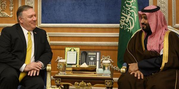 بومبيو يلتقي العاهل السعودي وولي العهد ويلغي زيارته للكويت