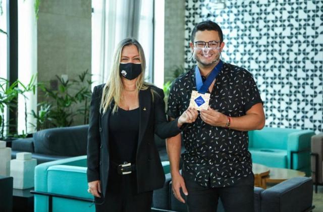 Influenciador digital de viagens recebe prêmio de turismo em Brasília