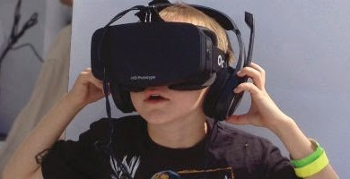 Kid in oculus mask
