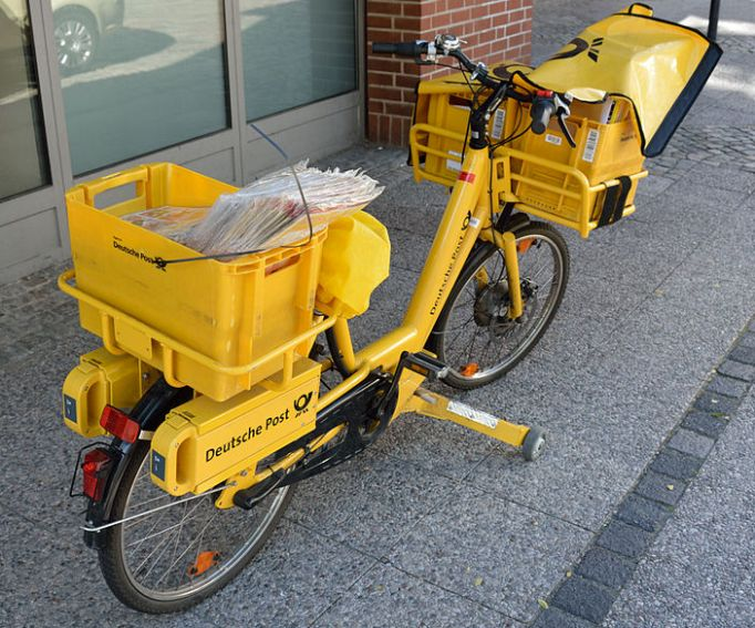 This Deutsche Post E-bike has a front geared hub that provides