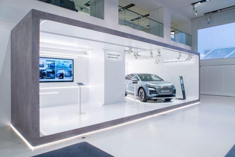 Audi Q4 40 e-tron (150 kW): Stromverbrauch kombiniert in kWh/100 km (NEFZ): 16,5, CO2-Emissionen kombiniert in g/km: 0, Effizienzklasse: A+ Angaben zu den Stromverbräuchen und CO₂-Emissionen bei Spannbreiten in Abhängigkeit von der gewählten Ausstattung des Fahrzeugs. Abbildung zeigt Sonderausstattung.  Bild: Kai-Uwe Knoth/knoth fotografie
