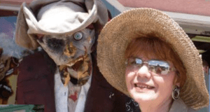 "Linda Colombo and her ""friend"" (image)"