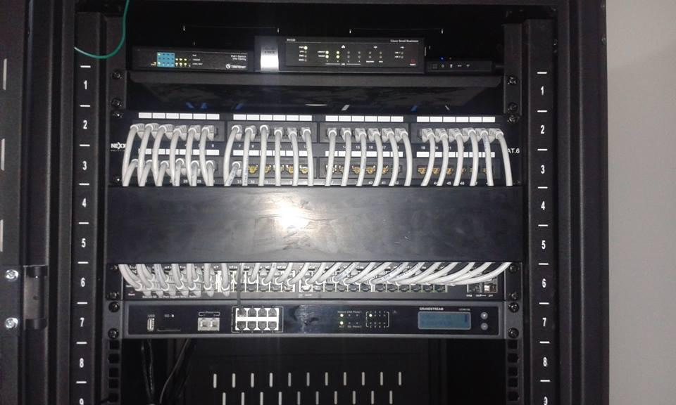 Instalación de cableado estructurado en rack y datacenter