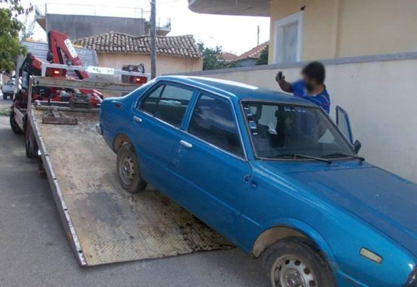 Απομάκρυνση εγκαταλειμμένων αυτοκίνητων στην Τριφυλία