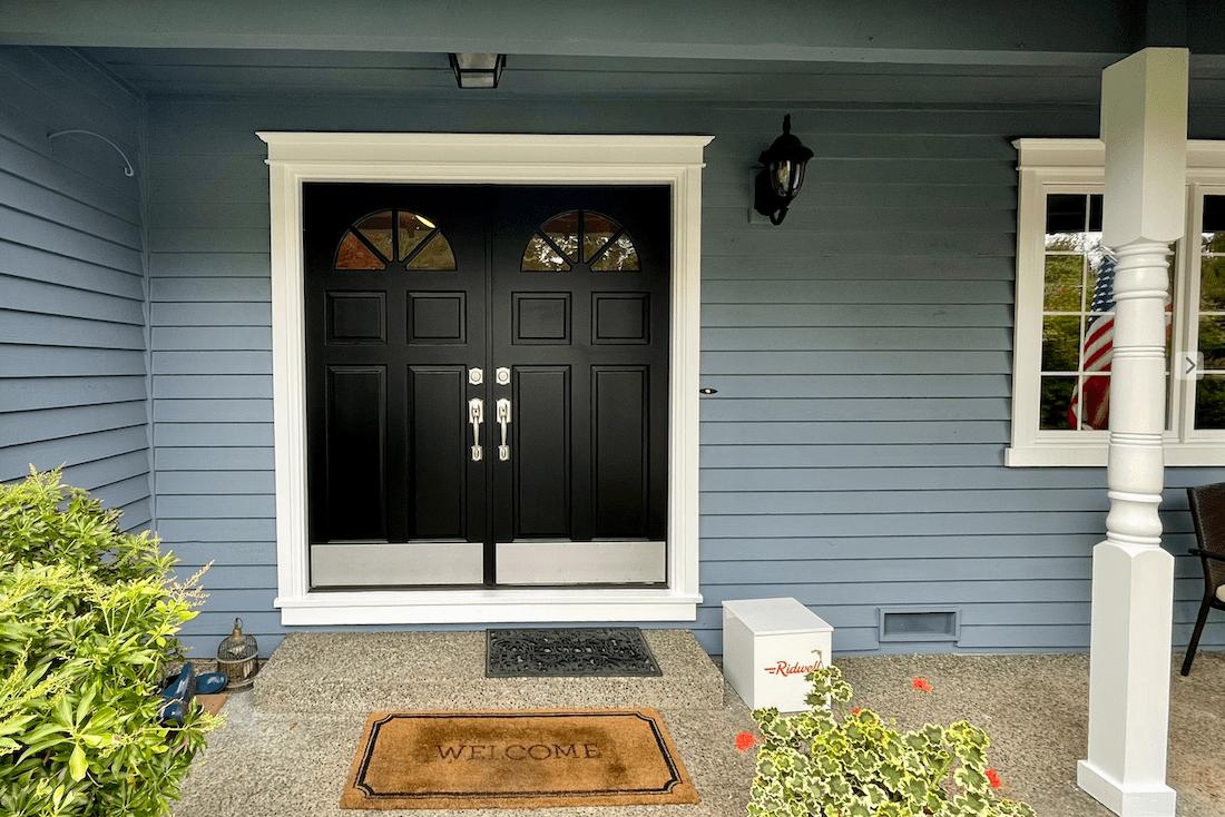Front door color Tricorn Black SW 6258