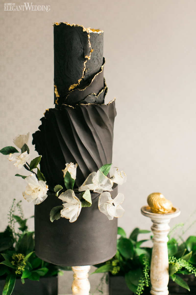 Black and White Wedding with Pops of Green   ElegantWedding ca Black and Gold Wedding Cakes
