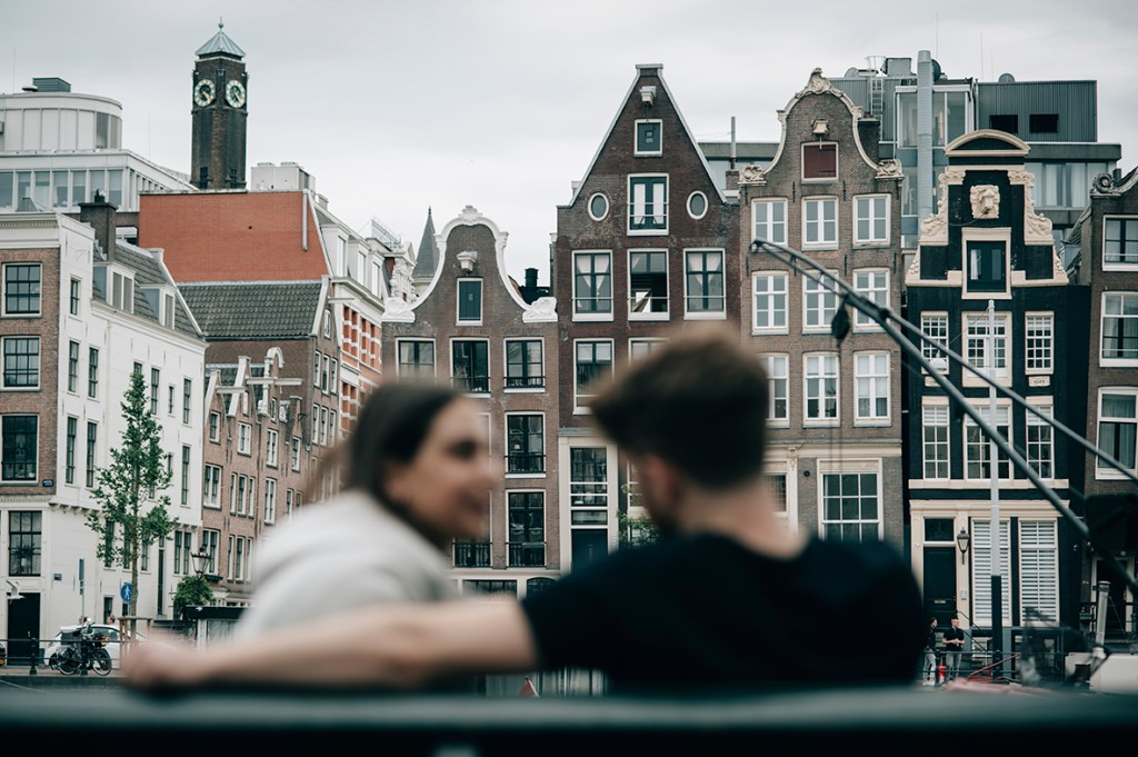 Amsterdam Couple Session - Amsterdam houses with couple in the background
