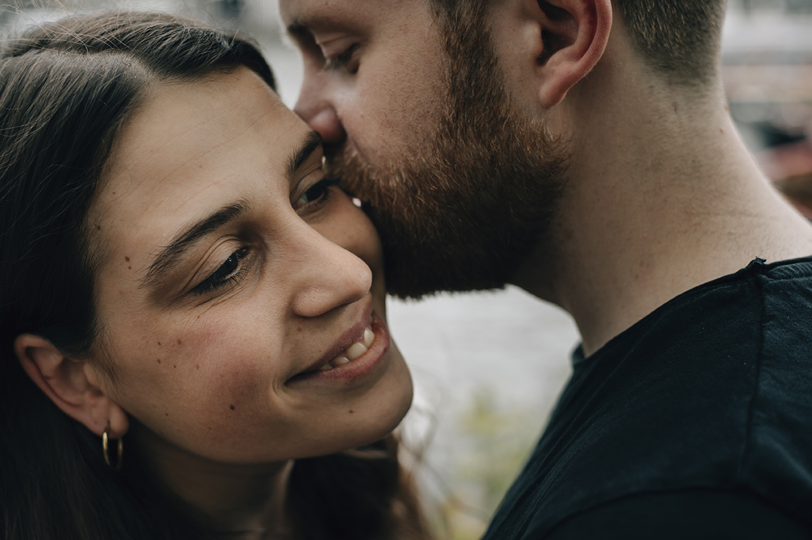 Amsterdam Couple Session - Close up of a kiss on the cheek