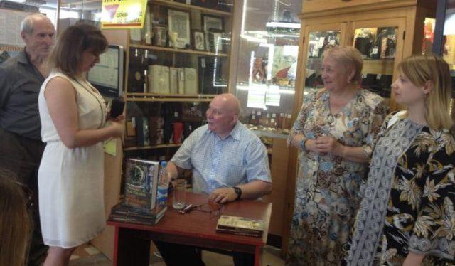 Валерий Казаков с писателями Минщины