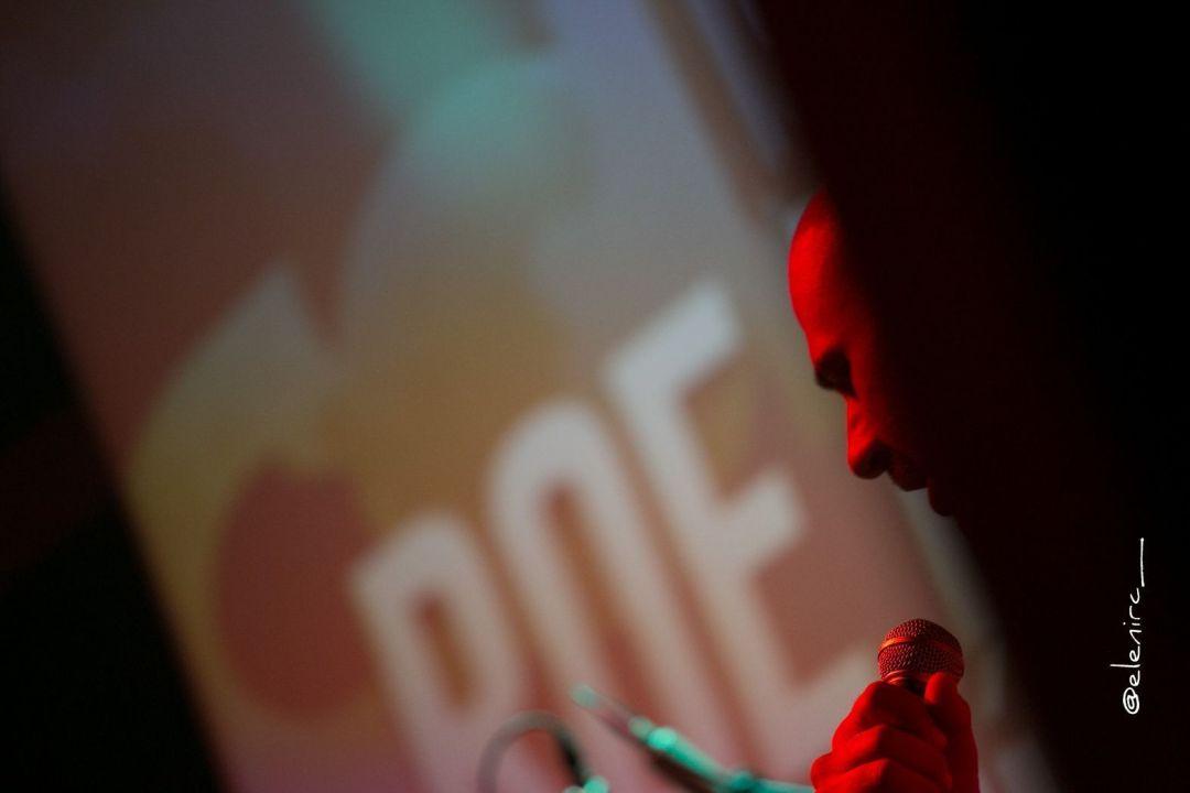 roe delgado en concierto en parets 02 foto: elenircfotografia