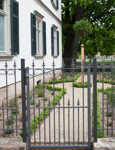zu den klassischen Gartentüren