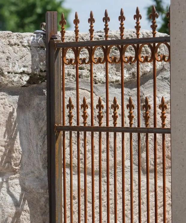 Romantisches Gartentor Lugano in Edelrost und mit Hespeneisen