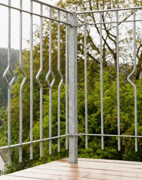 Modernes Balkongeländer Portofino in feuerverzinkter Ausführung