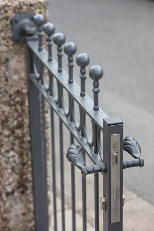 Detailaufnahme Türschloss von Gartentor Belluno