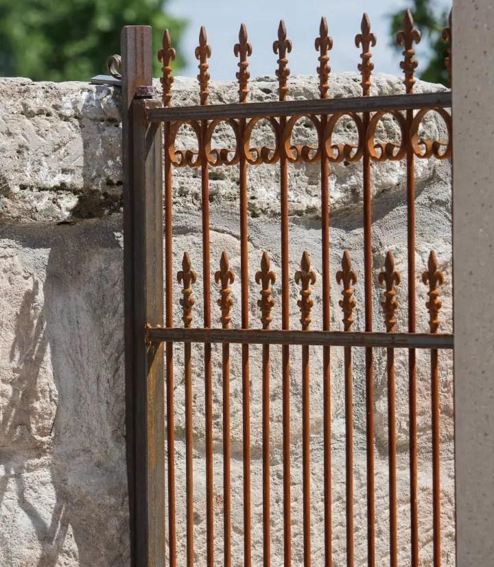 Unbeschichtetes Gartentor Lugano mit Hespeneisen