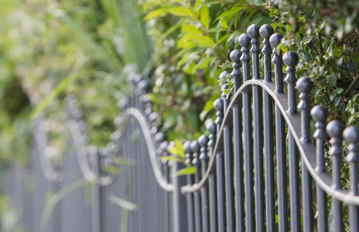 Zaun Ancona - geschwungen - pulverbeschichtet - Kugelstab