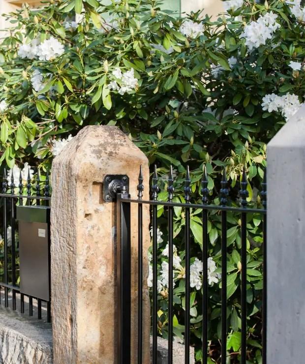 Gartentor Ancona in pulverbeschichteter Ausführung und schwarzer Farbe