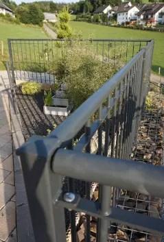 Geländer Ancona in feuerverzinkter Ausführung zur Absturzsicherung