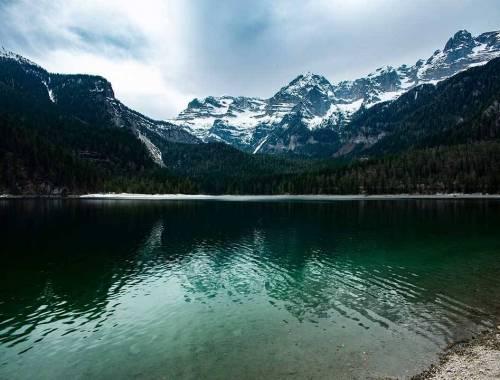 Lago di Tovel uno smeraldo (rosso) nella Val di Non