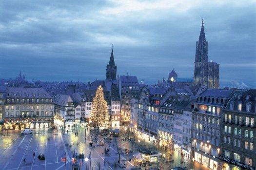 La Place Kleber à Noël, avec son grand sapin © Geneviève Engel