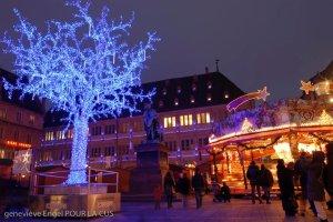 place Gutenberg et l'arbre bleu des vitrines de Strasbourg (noël 2009).