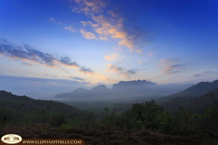 Breathtaking scenery when the sun is setting down over the unspoiled nature of Khao Sok National Park
