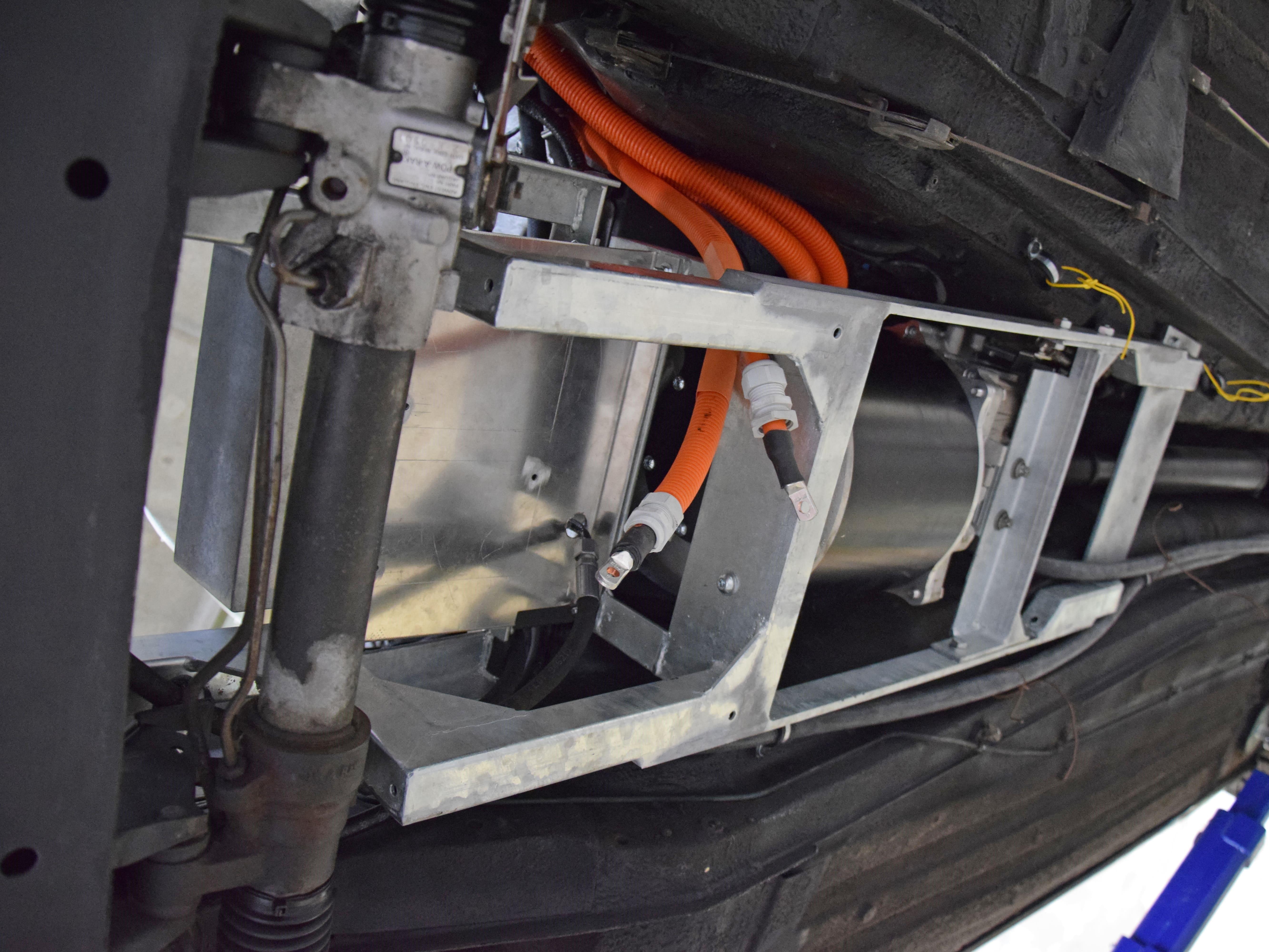 elerra Daimler Elektroauto Jaguar Hebebuehne Elektroumbau